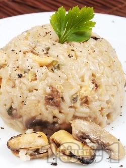 Ризото от бял ориз с миди, гъби, бяло вино и пресен лук - снимка на рецептата
